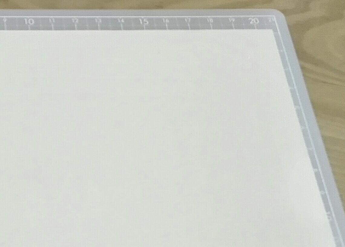 クリアファイルにカッティングマットを入れた図